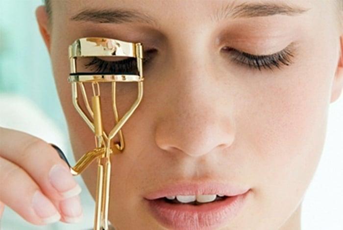 Ресницы и эффект распахнутых глаз.