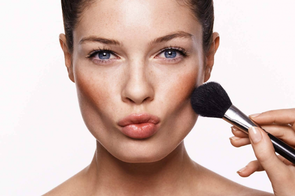 How to highlight cheekbones with makeup