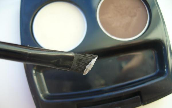 How to use eyebrow wax