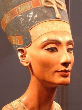 The researchers discovered the healing properties of the composition for eye makeup, the Ancient Egyptians used. Photo from Wikipйdia