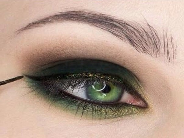 beautiful makeup green eyes