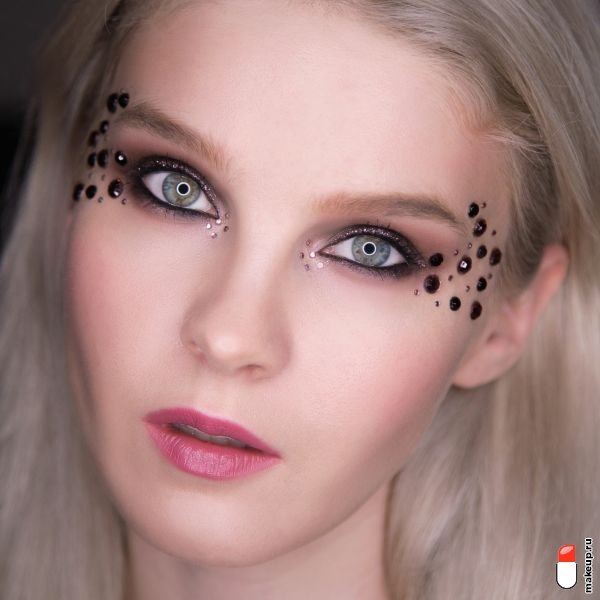 makeup with rhinestones and glitter