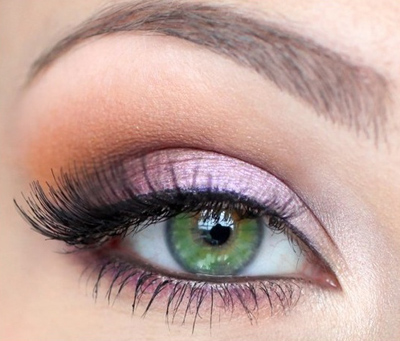 Gentle makeup for prom for green eyes