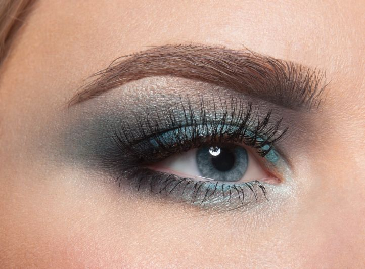 Makeup for prom for blue eyes