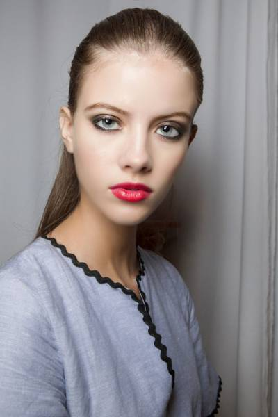How to do makeup with bright lipstick?