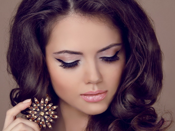 How to make a festive beautiful make-up in house conditions
