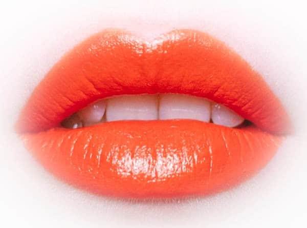 Накрасить губы